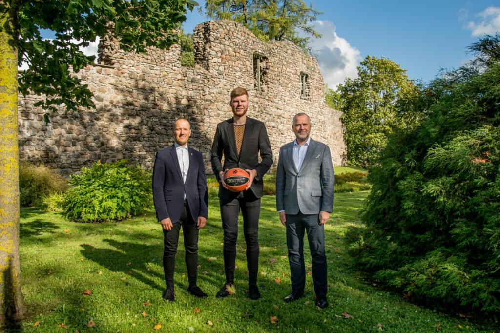 """""""Bertānu Valmieras basketbola skola"""""""